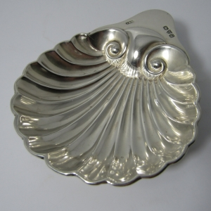 1899 Chester hallmark silver scallop shell dish by John Milward Banks - weighs 36.1g