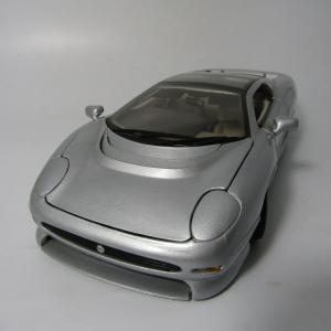 Maisto Jaguar XJ 220 model car - scale 1/18